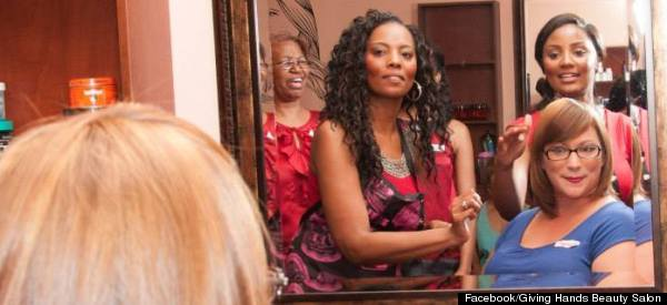 Formerly Homeless Hairdresser Is Giving Back With Free Makeovers