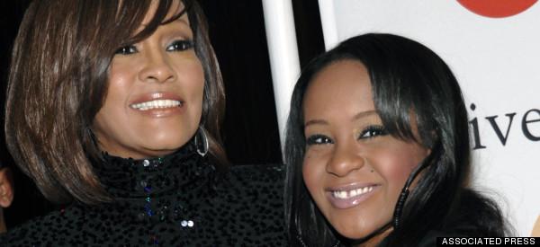 Hallan inconsciente a hija de Whitney Houston