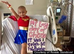 Niña se convierte en Wonder Woman para celebrar su última 'quimio'