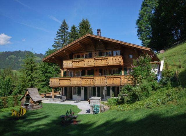 photos johnny hallyday son chalet de gstaad est en vente pour 9 5 millions d 39 euros. Black Bedroom Furniture Sets. Home Design Ideas