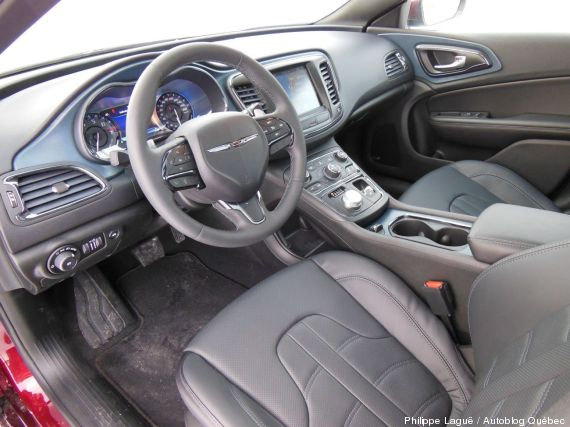 interieur chrysler 200s 2015