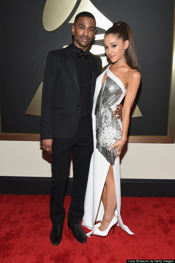 ariana grande s grammy dress 2015 is a white hot versace design with chain metal huffpost life https www huffpost com entry ariana grande grammy dress 2015 photo n 6611980