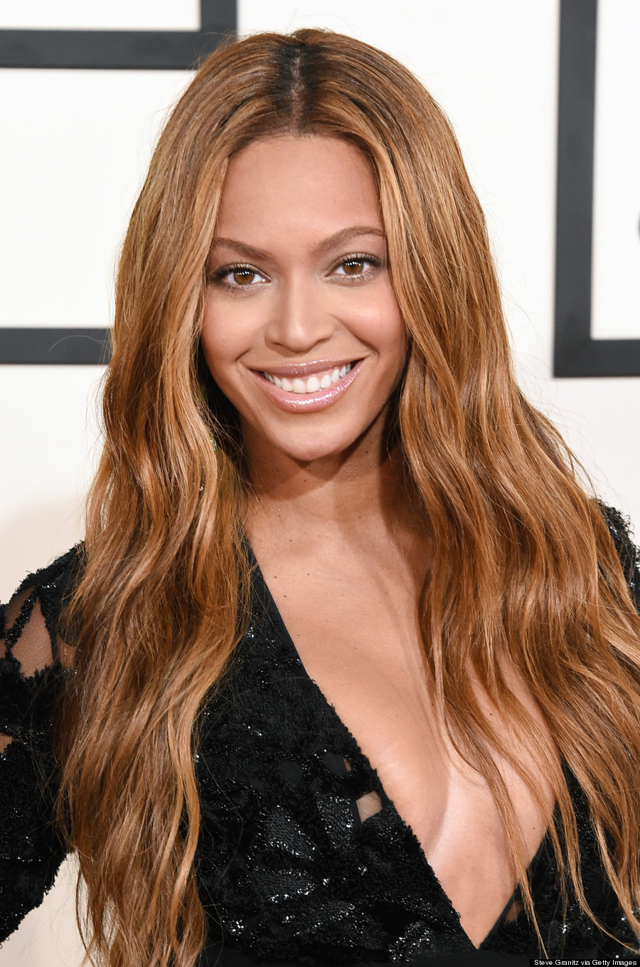 Beyonce S Lbd Steals The 2015 Grammys Red Carpet