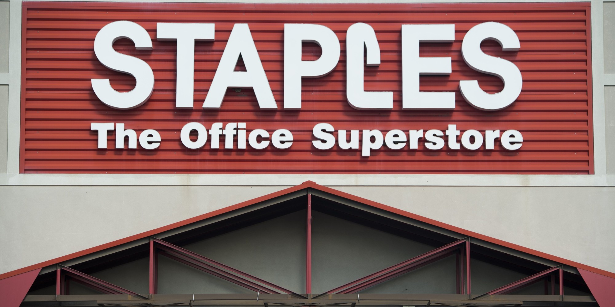 Staples Threatens To Fire Staff For Working More Than 25