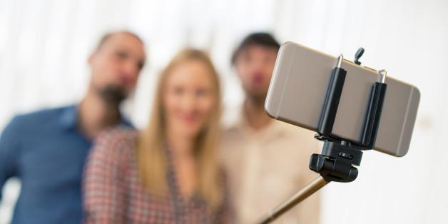 new york city museums banning selfie sticks huffington post. Black Bedroom Furniture Sets. Home Design Ideas