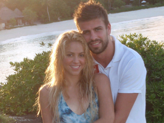 Shakira, Gerard Pique Dating? Singer, FC Barcelona Player Tweet Photo