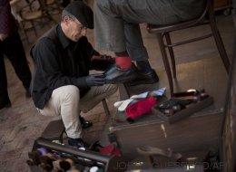 Un limpiabotas de Málaga regala cuentas de Twitter clave a ciudades