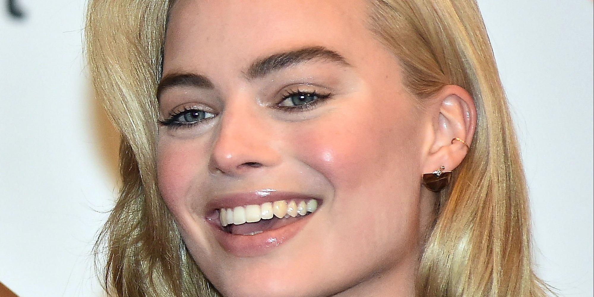 Margot Robbie S Lush Locks Amp More Celebrity Beauty Looks