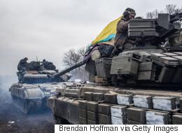 Ukraine: début du retrait des armes lourdes
