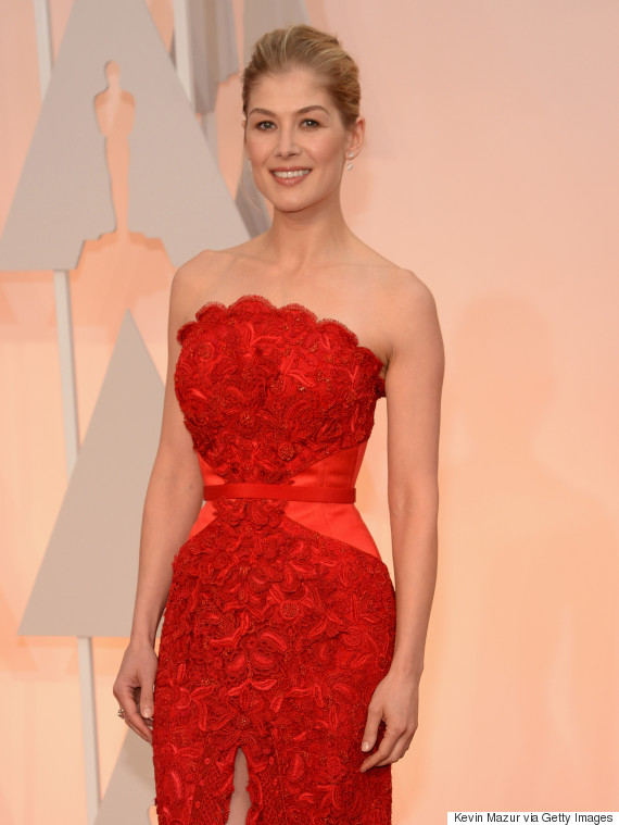 Rosamund Pike S Oscar Dress 2015 Is A Ravishing Red Givenchy Number Huffpost