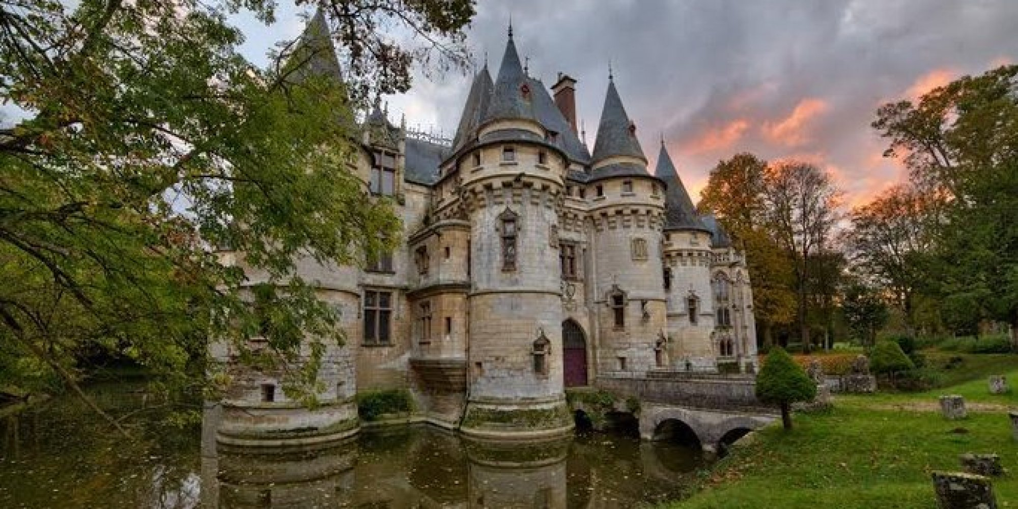 5 castles for sale you could buy right now huffpost for Castle style homes