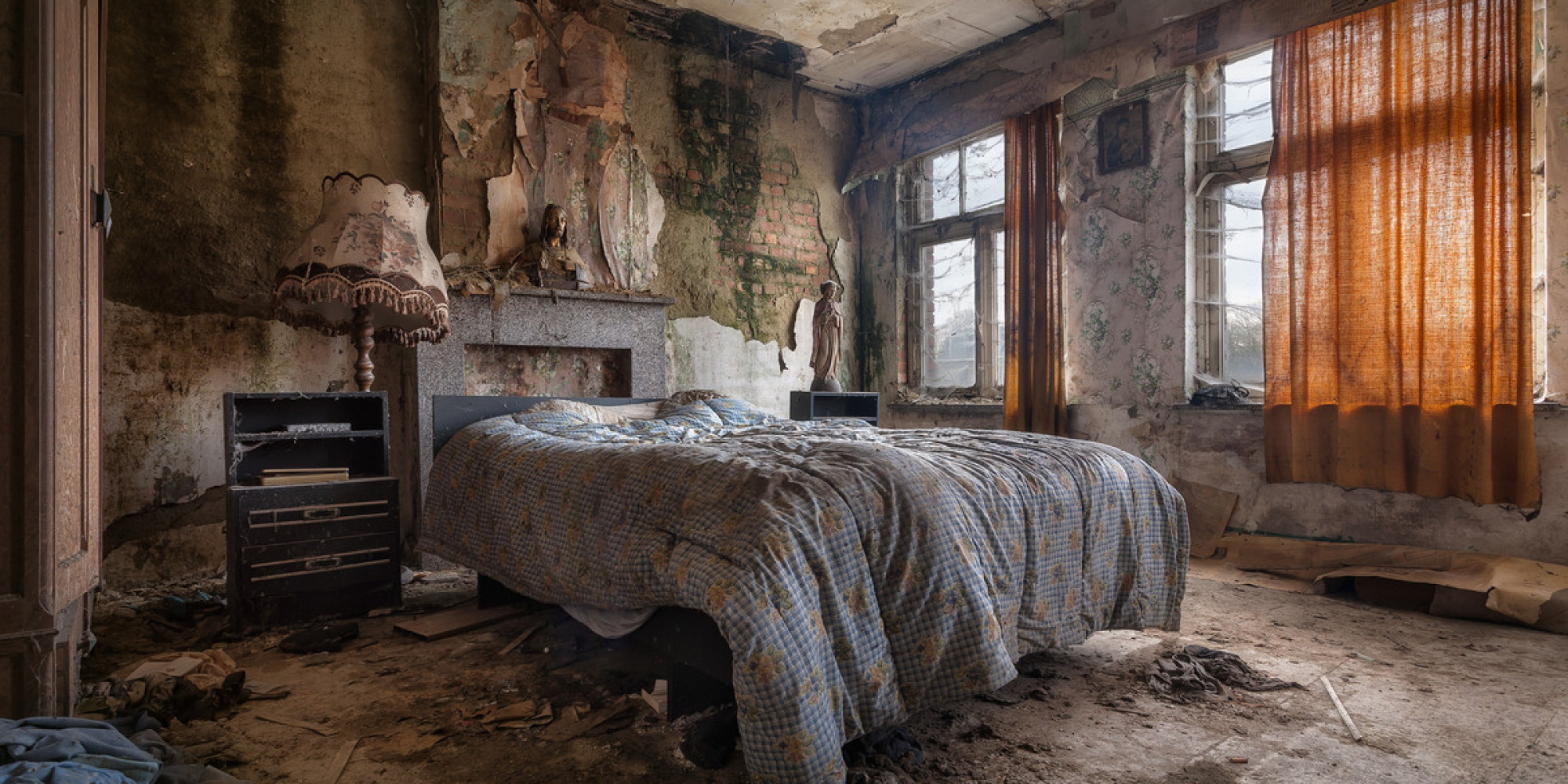 Stunning Abandoned Homes Are Surprisingly Full Of Life The