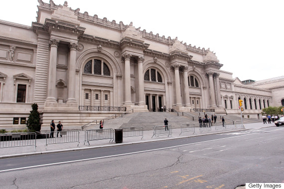 Museums ban selfie sticks around the world for Metropolitan museum of art in new york