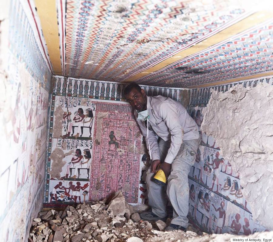 Ancient egyptian tombs with eye popping murals discovered for Mural egipcio