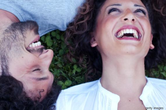 rir juntos