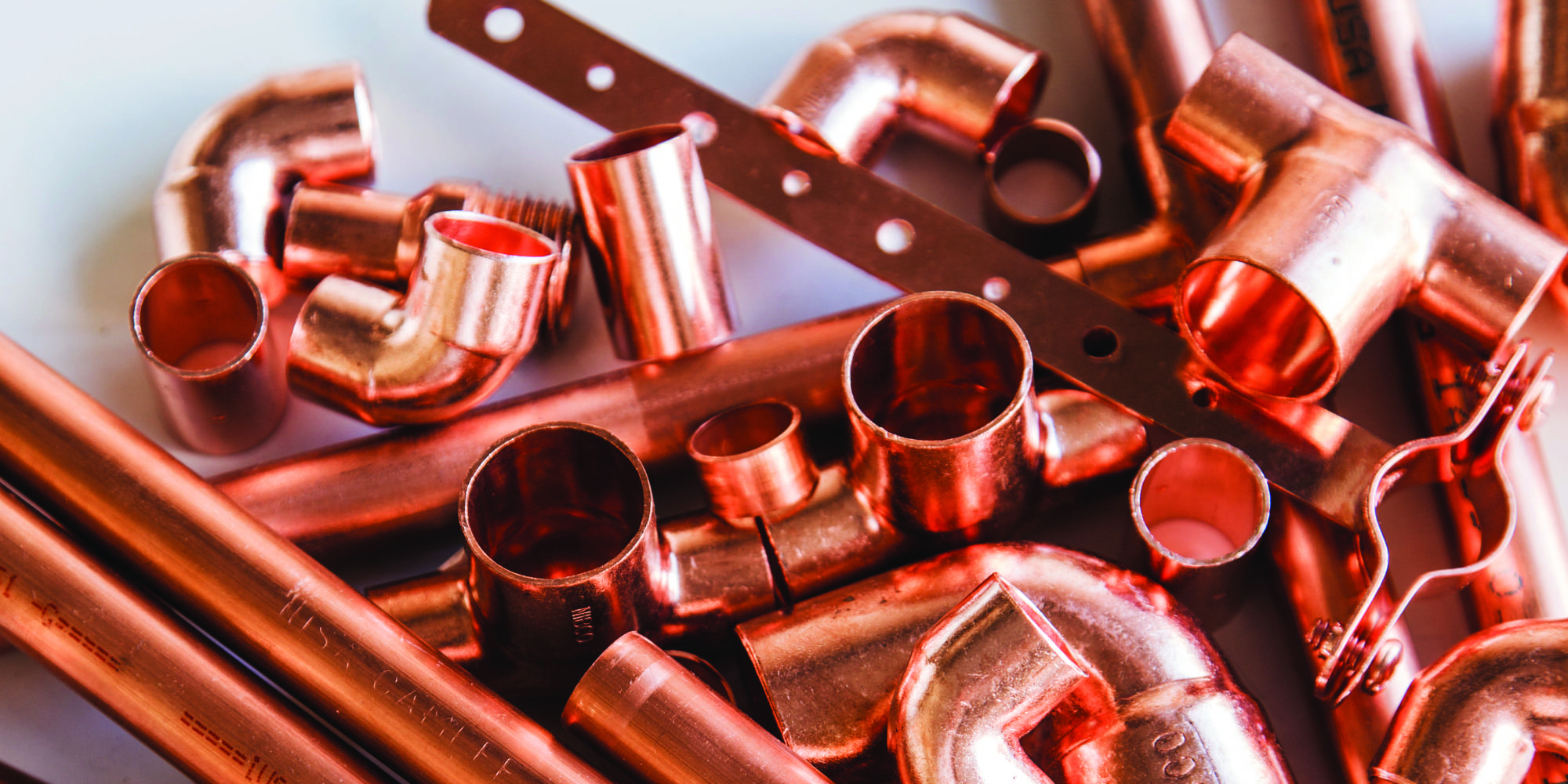 Here 39 s why copper pipe is the diy material you never knew for Copper pipe projects