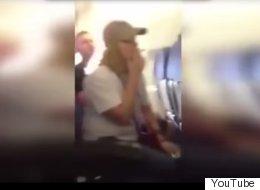 Enciende cigarrillo en avión mientras alababa a Chávez (VIDEO)