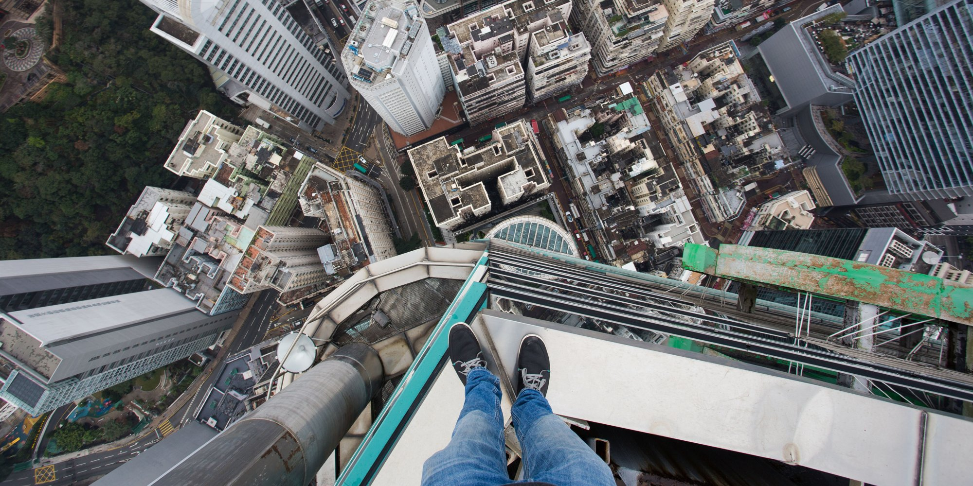 German Teen Climbs Hong Kong Skyscraper Without Safety