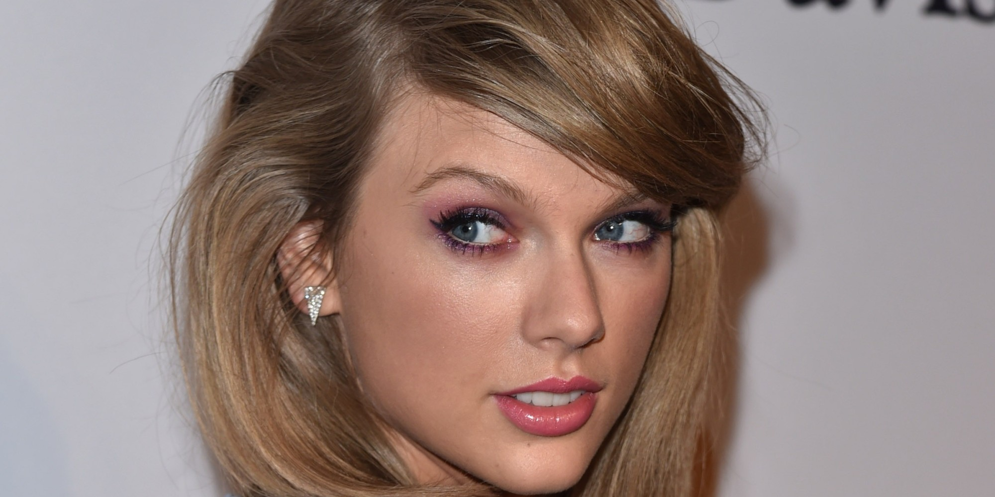 Taylor Swift Has A Doppelganger, And It's Almost Too Much To Handle ... Taylor Swift