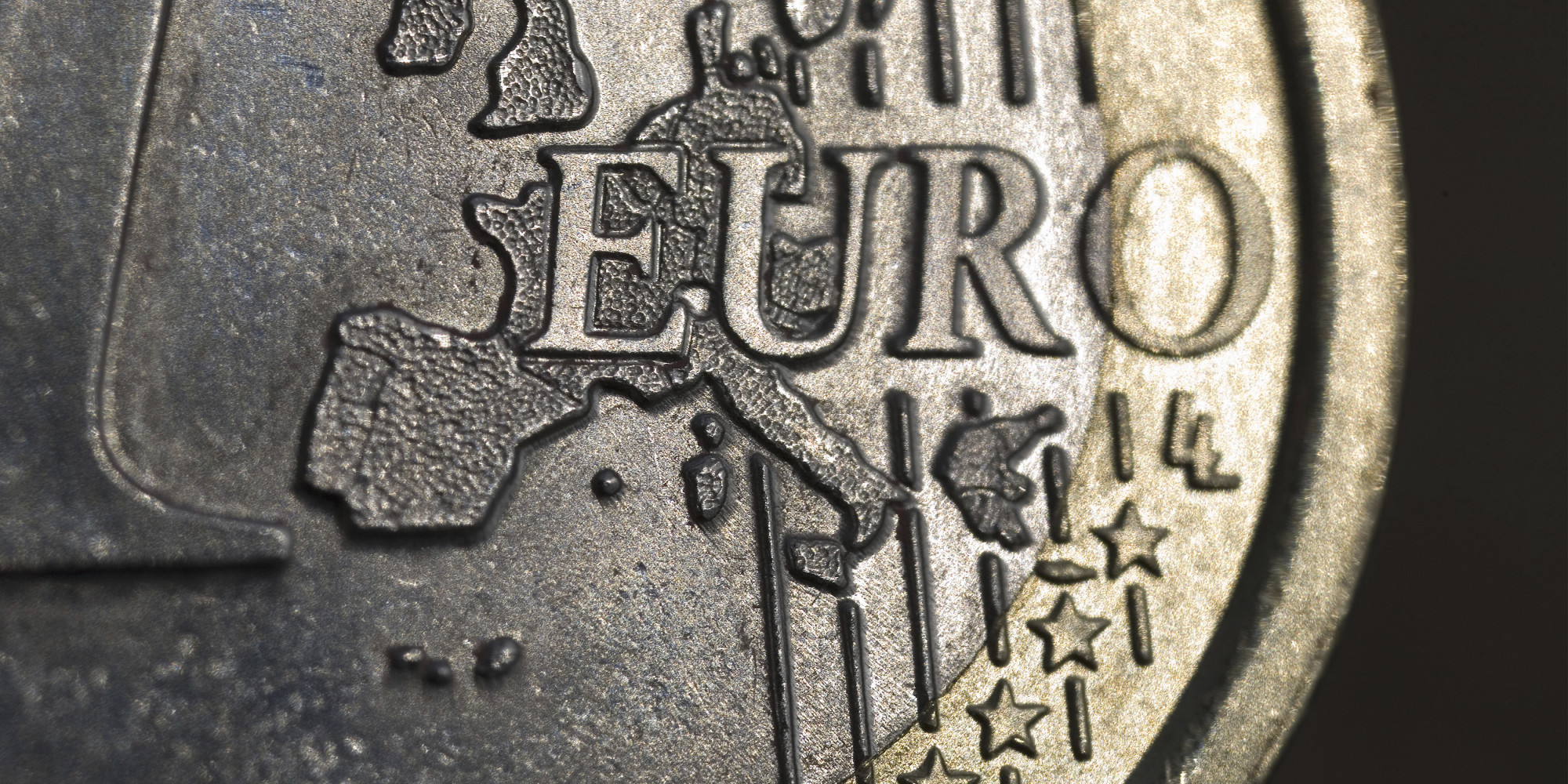 should the uk adopt the euro The uk would also have to meet the eu's economic convergence criteria (maastricht criteria) before being allowed to adopt the euro which at that time the uk's annual government deficit to the gdp was above the defined threshold.