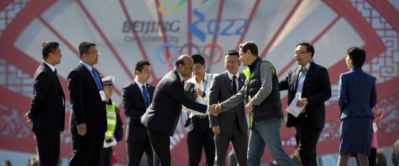 中国:試されるオリンピック委員...
