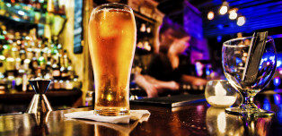 16 Signs Of A Good Dive Bar