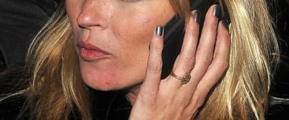 WOMAN SMARTPHONES