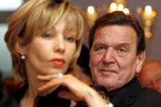 Gerhard Schröder 2007 mit Doris Schröder-Köpf   Bild: PA