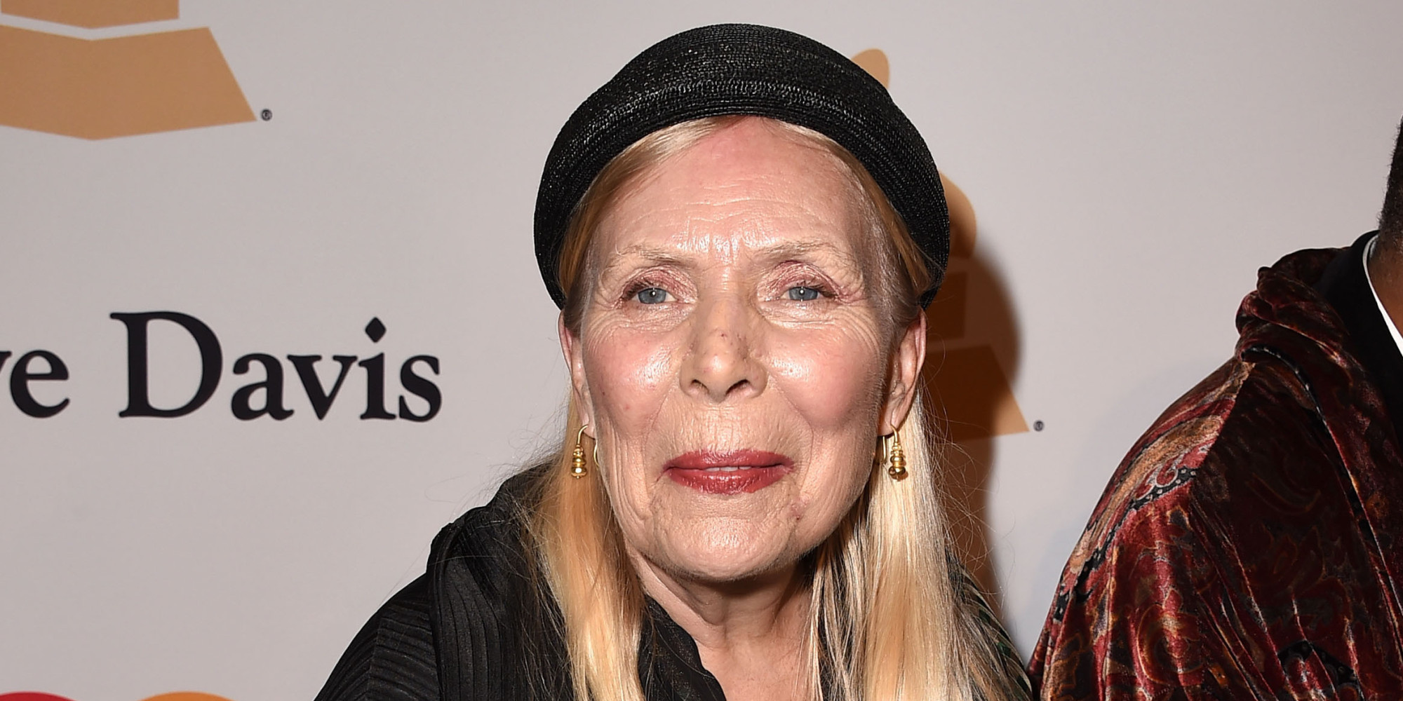 joni mitchell  u2018in intensive care u0026 39  after being rushed to hospital in la