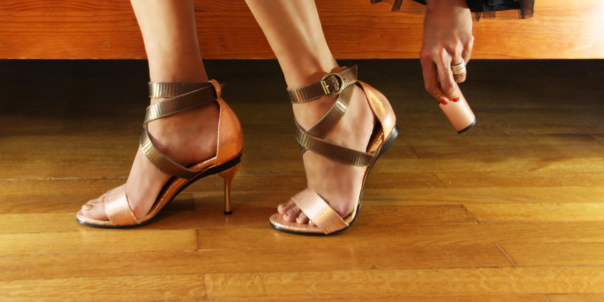 Ходить каблуками по рукам 8 фотография