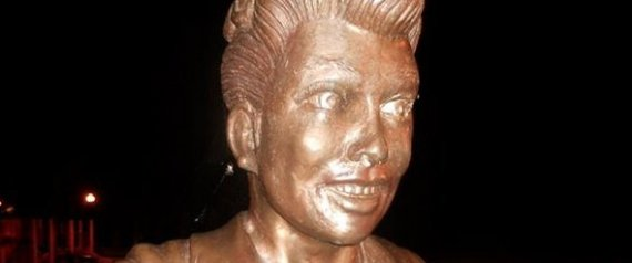 Lucille ball fans say whaaaaaa to her statue