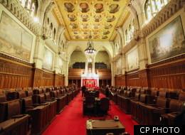 Charest conteste la légalité de la réforme du Sénat