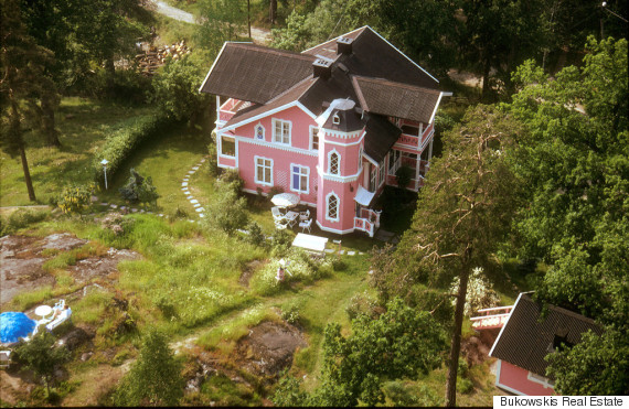 Pink Palace Sits On 40 000 Square Feet Of Pristine Lakefront Land The Outskirts Stockholm You Ll Walk Up From Water Into A Trip Tastic Kitchen