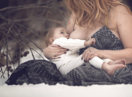 10 Photos Of Mothers Nursing In Nature To Normalize Breastfeeding