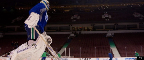 LUONGO CANUCKS GOALIE STANLEY CUP