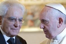 Papst Franziskus und Italiens Staatspräsident Mattarella   Bild: PA