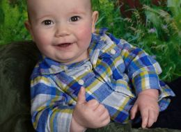 Cool Baby's 'Thumbs-Up' Photo Will Assure You That It's All Good