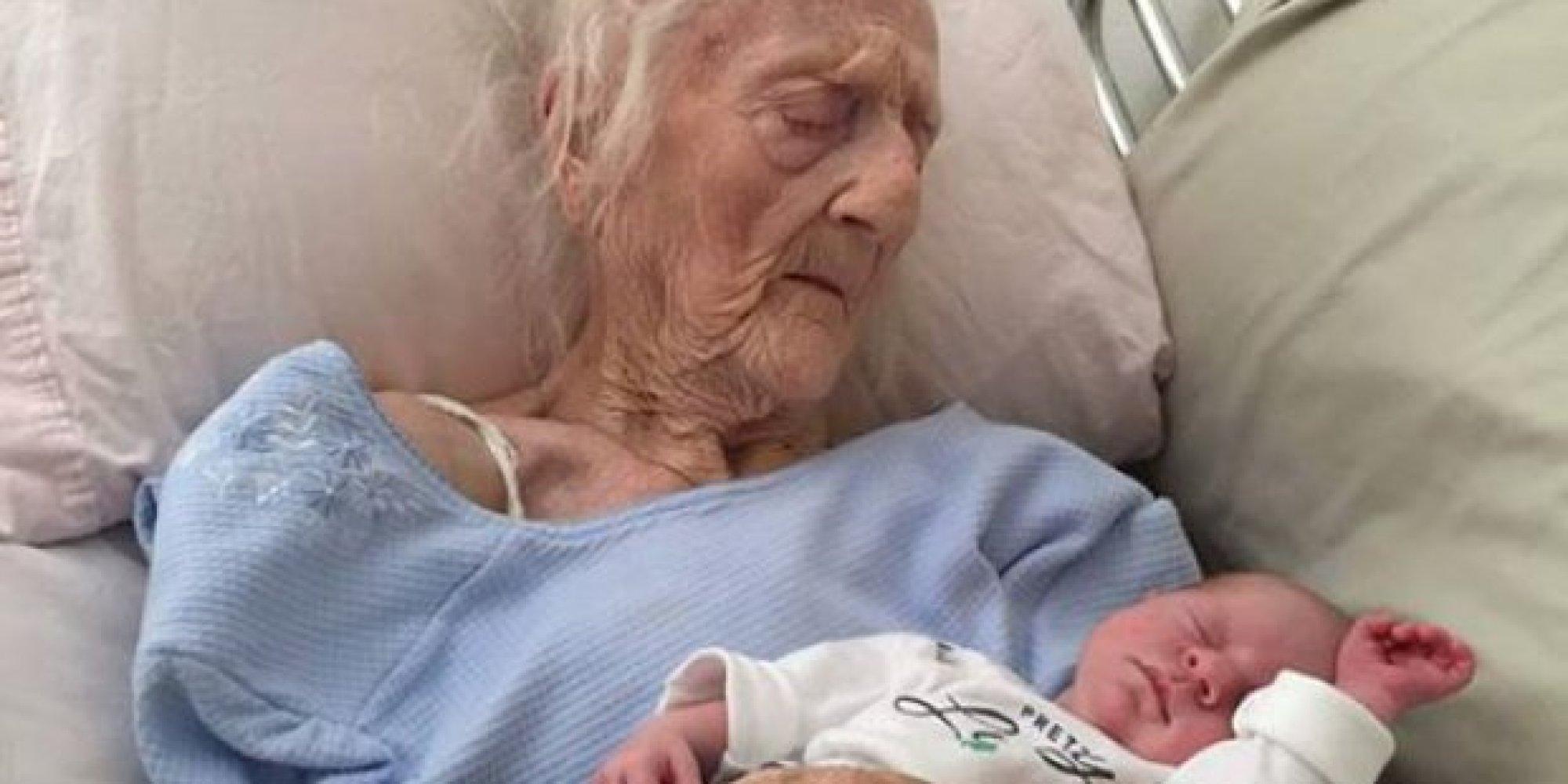 Смотреть как рожают старухи