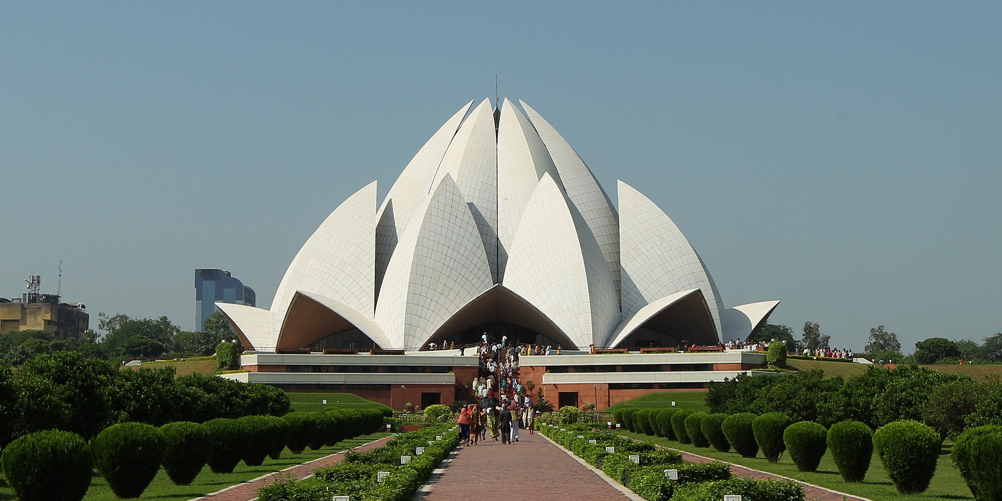 Delhi 39 s iconic lotus temple turning yellow due to pollution for The lotus temple