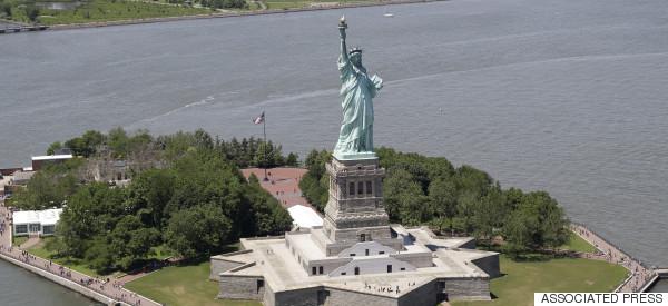 EVACUAN ESTATUA DE LA LIBERTAD EN NUEVA YORK