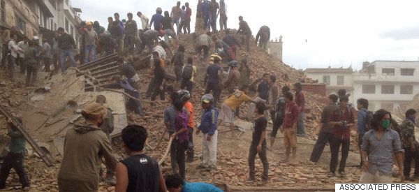TERRIBLE SISMO DEJA MÁS DE<BR /> 800 MUERTOS EN NEPAL