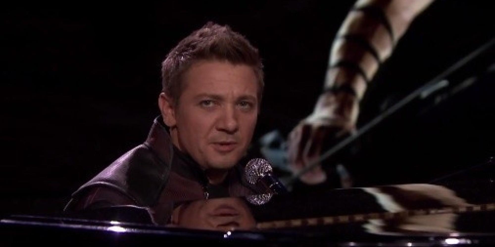 Jeremy Renner Sings Ab...