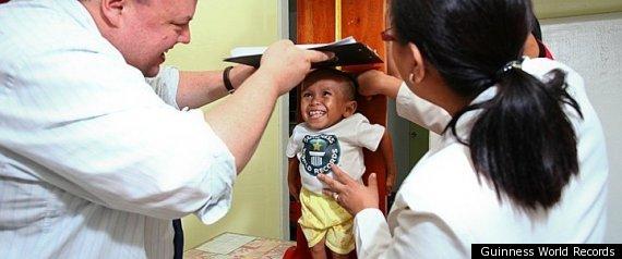 filipino is worlds shortest man alive 2011