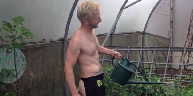 Welcome to Yomi Bazuayes Blog: World N*ked Gardening Day