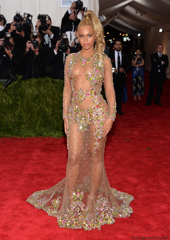 photos au met gala 2015 beyonc dans une robe transparente et les tenues les plus marquantes. Black Bedroom Furniture Sets. Home Design Ideas
