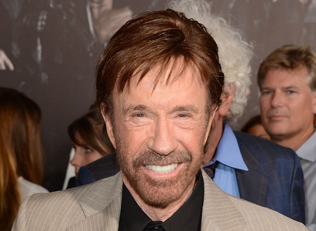 chuck norris soutient encore une fois le tr s. Black Bedroom Furniture Sets. Home Design Ideas
