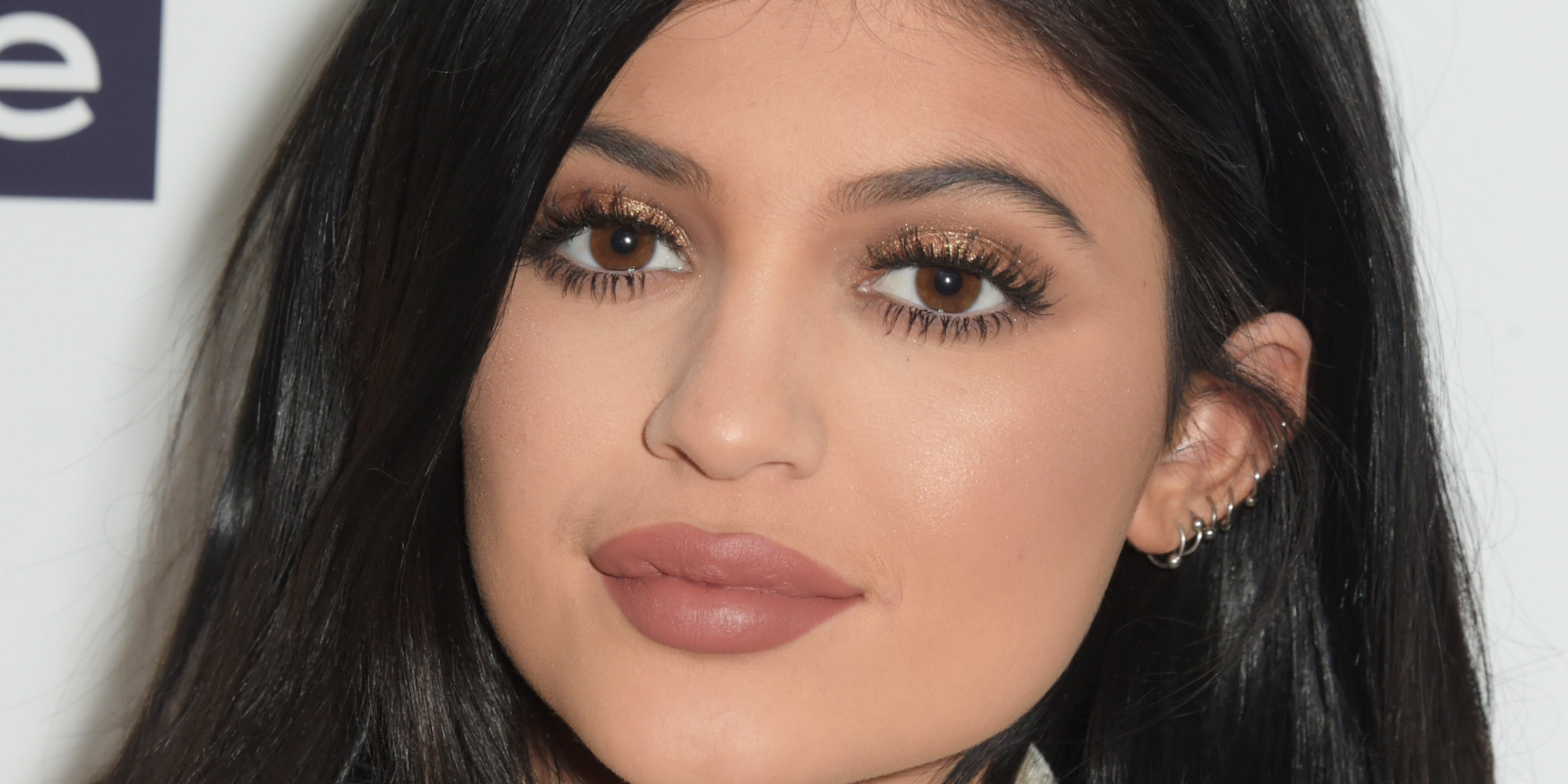 kylie jenner tells the world she has 39 temporary lip fillers 39. Black Bedroom Furniture Sets. Home Design Ideas