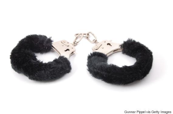 hand cuffs sex