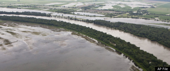 Missouri River Flooding Levees Failing