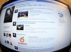 Man Updates Facebook Status During Police Standoff
